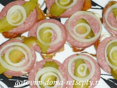 праздничные бутерброды с колбасой и помидорами 7