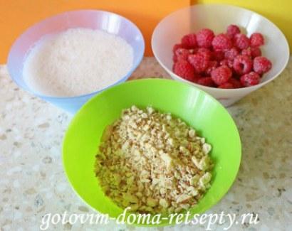 десерт из малины с йогуртом и печеньем 3