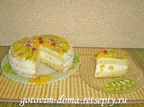 Бисквитный торт на сметанном креме с творожным сыром и фруктами