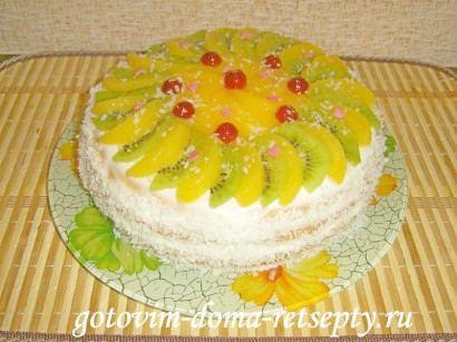 бисквитный торт на сметанном креме с фруктами