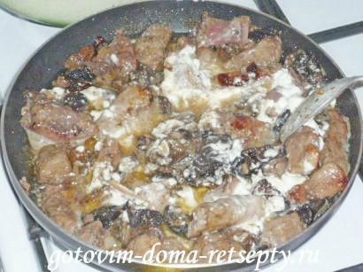 жареная печень с грибами
