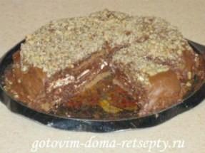 Шоколадный бисквитный торт с водкой и белым зефиром