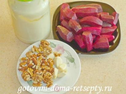 салат из свеклы с орехами и чесноком 1