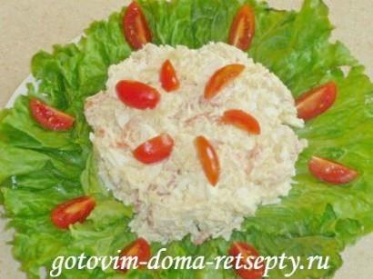 салат с креветками, сыром и яйцами