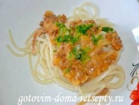 Спагетти с соусом а-ля Болоньезе (из говяжьего фарша) и сыром