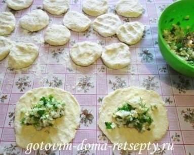 слоеные пирожки с рисом и сыром 8