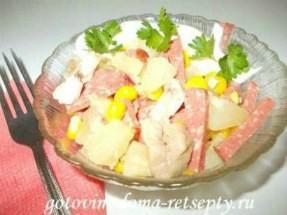 Рецепты салатов из ананаса и курицы — с кукурузой, огурцом