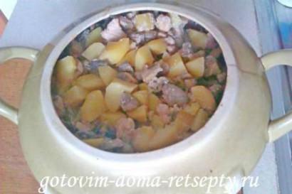картофель с грибами и курицей в горшочке 7