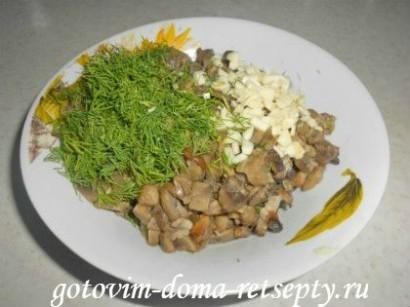 молодая картошка с грибами шампиньонами и чесноком 4