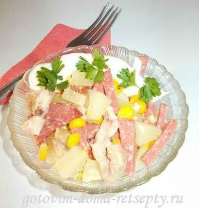 рецепты салатов из ананаса и курицы. С кукурузой и огурцом