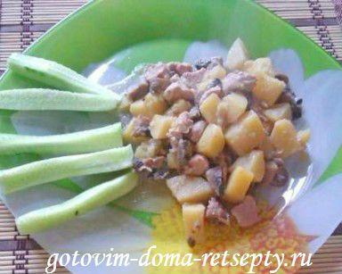 картофель с грибами и курицей в горшочке 11