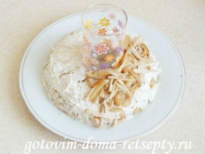 салат с курицей грибами и огурцами 11