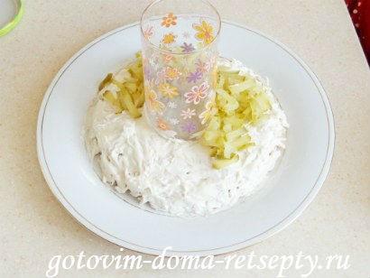 салат с курицей грибами и огурцами 9