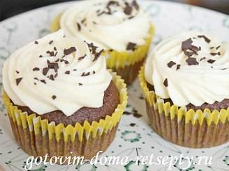капкейки шоколадные с начинкой и кремом шантильи