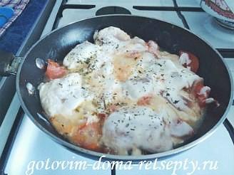 курица тушеная с помидорами в сметане 6