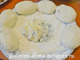 сырники из творога, рецепт с манкой и изюмом 9