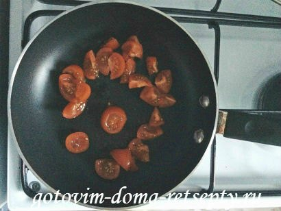 омлет с молоком, сыром и помидорами 3