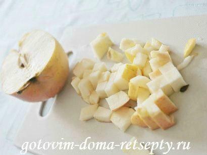 шарлотка с яблоками черносливом и арахисом 4