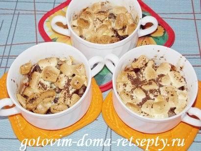 десерт из бананов с шоколадом и маршмеллоу