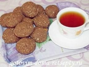 Пирожное «картошка» из печенья с арахисом и кукурузными палочками