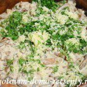 teplyiy-salat-s-gribami-kartofelem