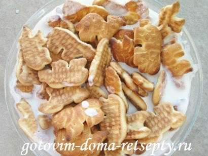 торт из печенья с бананами и киви без выпечки 3