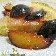 mannik-na-kefire-s-fruktovyim-sousom