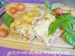 Пицца мясная с грибами и помидорами