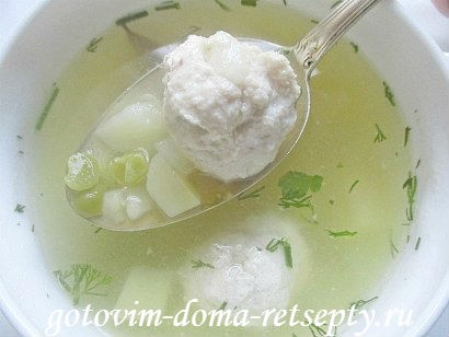 gorohovyiy-sup-s-kurinyimi-frikadelkami