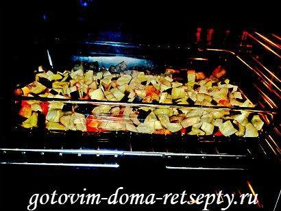 теплый салат с баклажаном и перцами 5