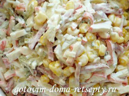 салат с крабовыми палочками колбасой и кукурузой рецепт