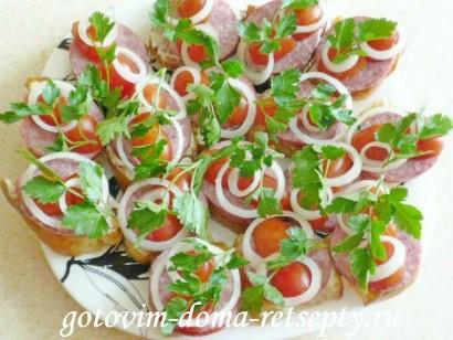 праздничные бутерброды с колбасой и помидорами 6