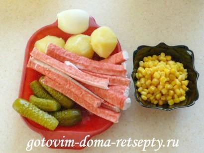 салат с кукурузой, крабовыми палочками и огурцами 1