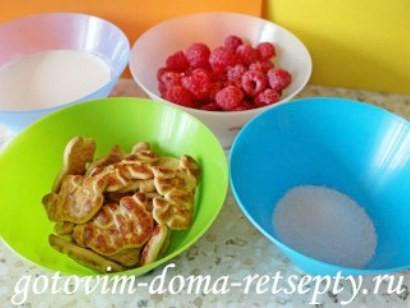 десерт из малины с йогуртом и печеньем 2