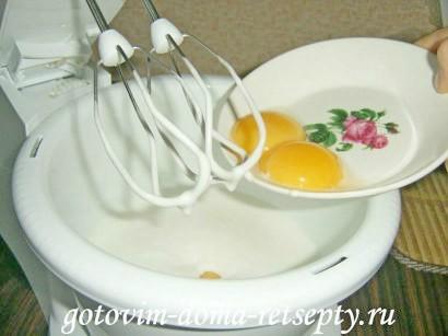 бисквитный торт на сметанном креме с фруктами 3