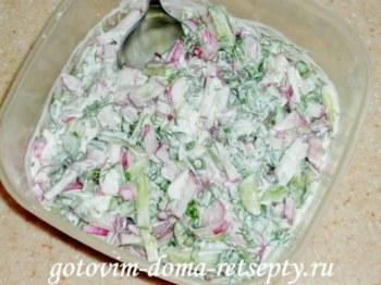 салат из огурцов с яйцом и редиской