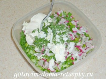 салат из огурцов с яйцом и редиской 6
