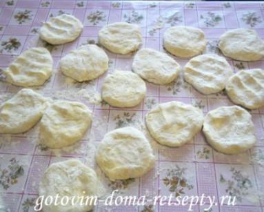 слоеные пирожки с рисом и сыром 7