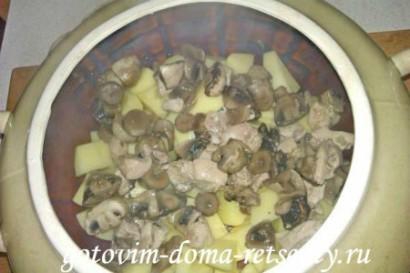 картофель с грибами и курицей в горшочке 4