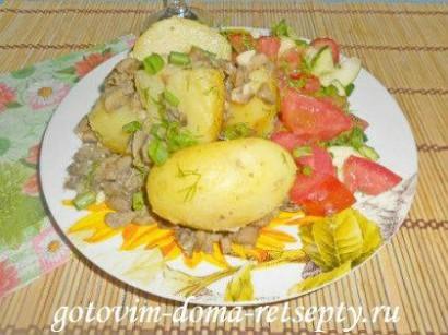 молодая картошка с грибами шампиньонами и чесноком 8