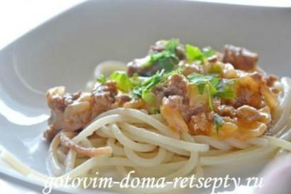 спагетти с соусом а-ля болоньезе и сыром1