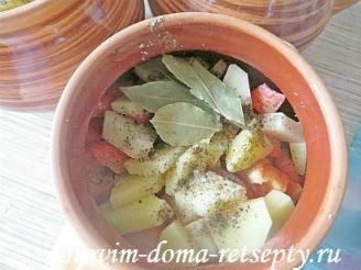 мясо в горшочках с грибами, картошкой и овощами 12