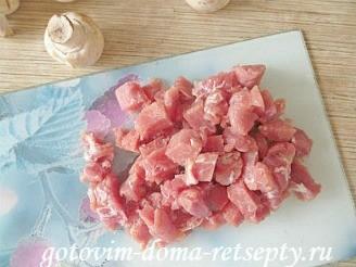 мясо в горшочках с грибами, картошкой и овощами 2