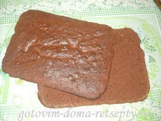 бисквитный шоколадный торт с кремом и банановой начинкой 13
