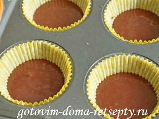 капкейки шоколадные с начинкой и кремом шантильи 9