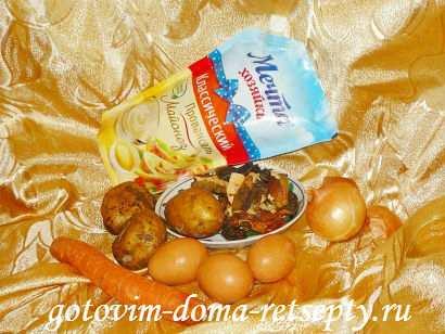 слоеный салат с грибами и картофелем деревенский 1