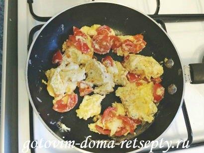 омлет с молоком, сыром и помидорами 9