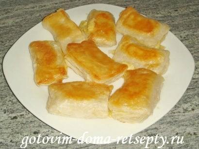 слоеные конвертики с сыром или творогом из готового теста 8