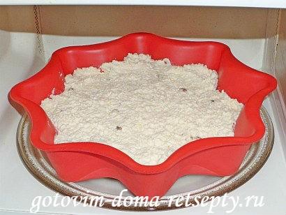 приготовление творожной запеканки на сметане с изюмом 6