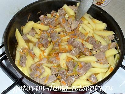 овощное рагу с мясом, картошкой и капустой 10